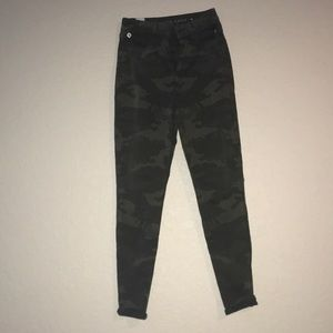 American Eagle SuperHighWaisted Camo Jeggings